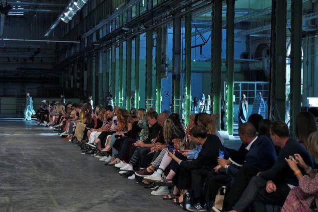 Die Reihen der Kopenhagen FashionWeek sind voll besetzt. Mit dabei ist natürlich auch Bloggerin Emili Sindlev. Copyright: Catwalk Pictures